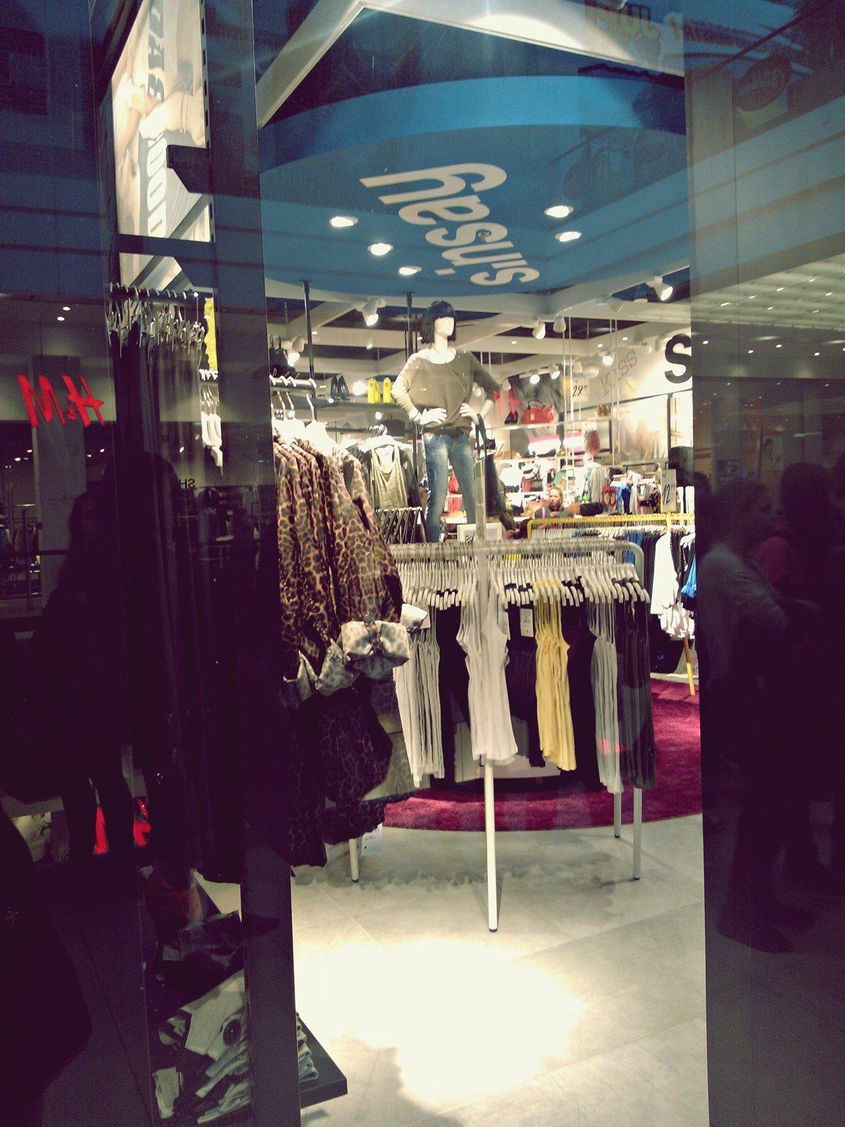 wnętrze-sklepu-sinsay