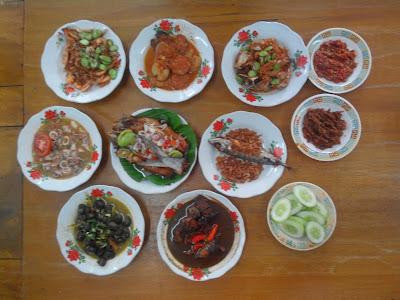 Aneka masakan Warung Mak Dower yang menjadi Signature Dish