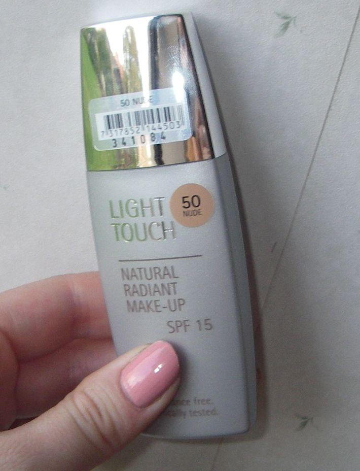 Skimmerskuggan: Recension: IsaDora Light Touch Radiant