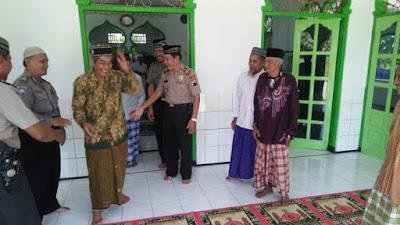 Kapolsek Pituruh Berkunjung ke Desa Tunjungtejo dan Melaksanakan Sholat Jum'at di Masjid Baitul Khikmah Desa Tunjungtejo, Kecamatan Pituruh.