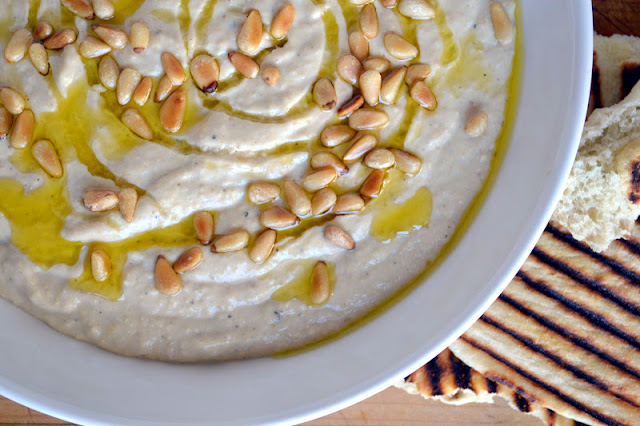hummus and laffa bread 4