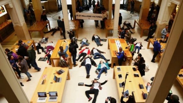 """2560x1440-white-solid-color-background-e1523264746902 French activists have decided to """"die"""" at the Apple store Apple"""