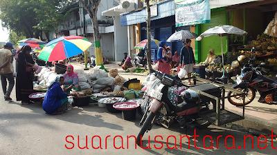 Satpol PP. Pamekasan Diduga Bekerja Sama Dengan Pedagang IKan Di Jalan Kabupaten
