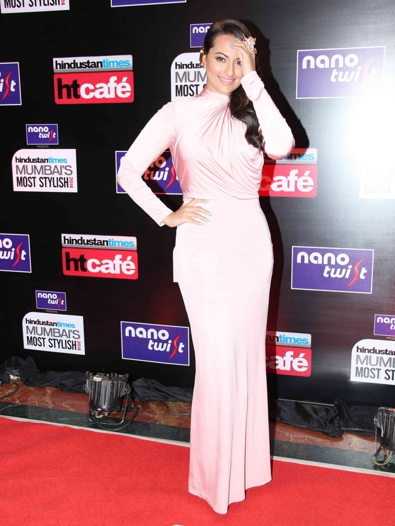 Hot Girl Sonakshi Sinha In Pink Dress at Hindustan Most Stylish Awards