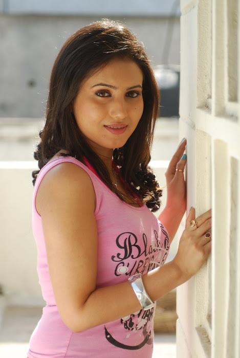 anu smirthi beuati ful girls actress pics