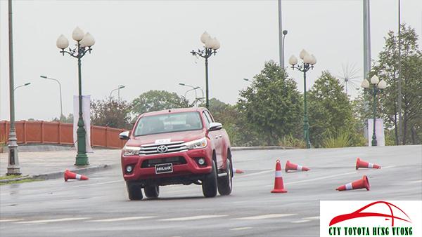 Giá xe, thông số kỹ thuật và đánh giá chi tiết bán tải Toyota Hilux 2018 nhập khẩu - ảnh 43