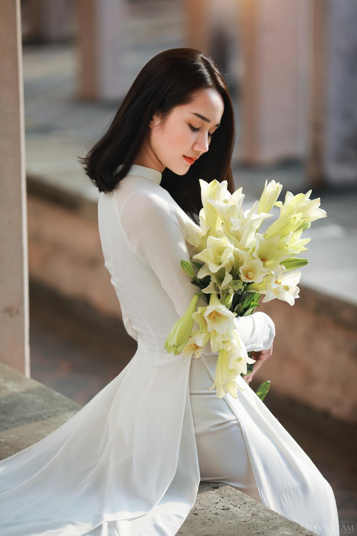 Thiếu nữ xinh đẹp khoe nhan sắc ngọt ngào bên hoa loa kèn @BaoBua: Duyên