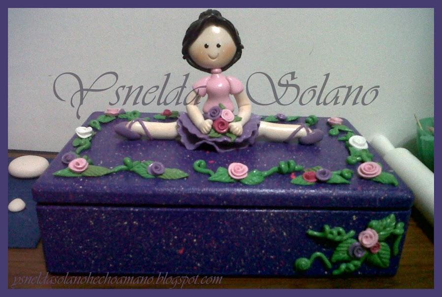 Una-bailarina-en-porcelana-fría