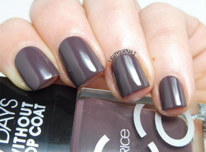 Smalto color tortora Catrice ICONails 43 Monkey Donkey taupe nail polish #catrice #iconails #lightyournails