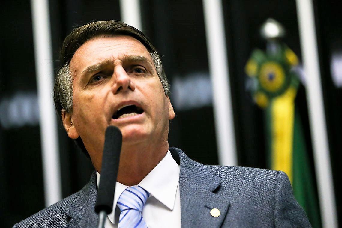 Jair Bolsonaro diz que usará decreto para conceder posse de arma 016f3e712e2cc