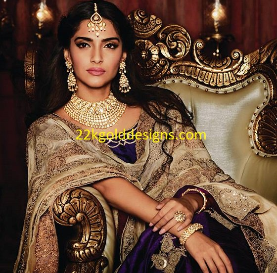 Sonam Kapoor in Uncut Polki Diamonds Necklace