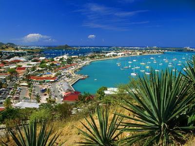 Vue aérienne d'Oriental baie , dans la partie française de Saint Martin, aux Antilles françaises.
