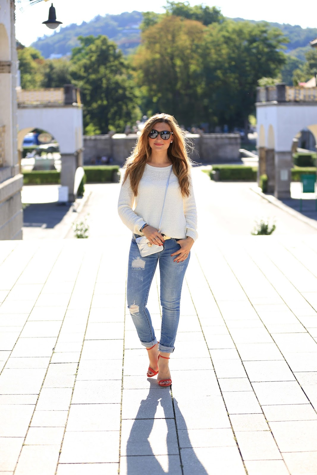 Distressed-Boyfriend-Jean-The-Perfect-Casual-Look