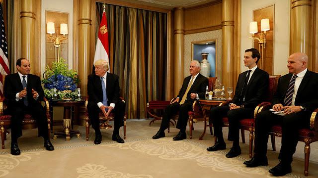 """""""Por Dios, esos zapatos"""": Trump ofrece un curioso elogio a su homólogo egipcio"""