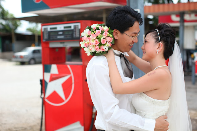 wedding photo petrol station