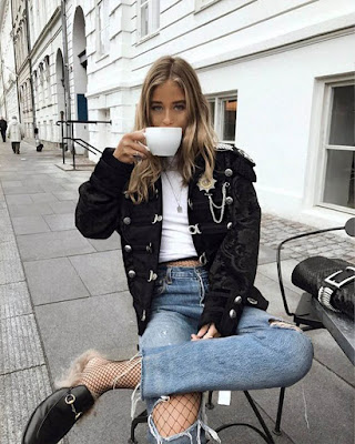 pose tomando café sentada tumblr casual