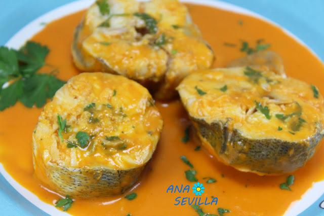 Merluza o pescadilla de pincho. en salsa de piquillos Ana Sevilla cocina tradicional