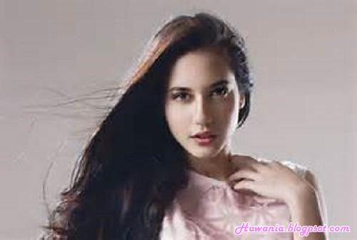 inilah-selebriti-wanita-indonesia-yang-terkenal-di-instagram-pevita-pearce-harian-wanita-indonesia-hawania