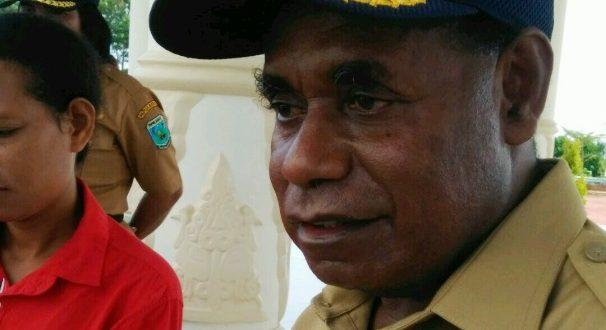 Sekda Papua Barat Nataniel D. Mandacan.