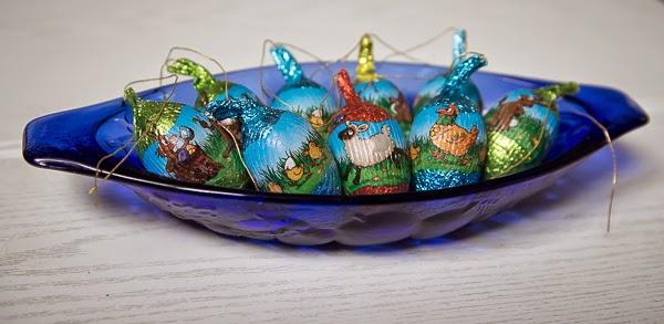 pääsiäinen easter eggs sininen lasilautanen vintage