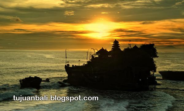 Tujuan Wisata Bali Romantisme Tanahlot Di Sore Hari