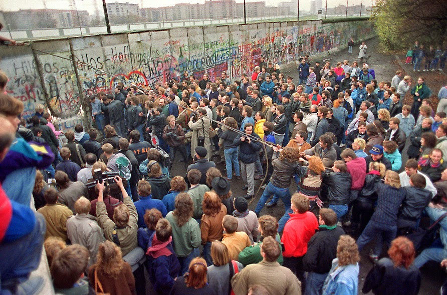 Ultimate Collection Of Rare Historical Photos. A Big Piece Of History (200 Pictures) - Berlin Wall