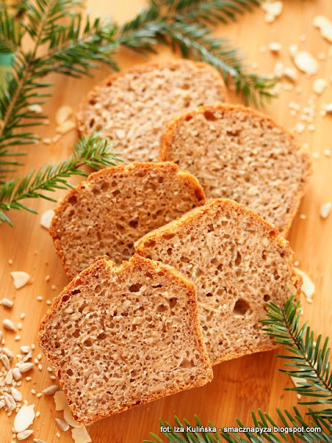 chleb pszenno zytni, z ziarnami, ziarenka, domowy chleb, bochenek chleba, piekarnia