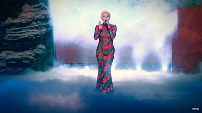 Lady Gaga - Million Reasons ( #Live From The Victoria's Secret Fashion Show 2016 in Paris )