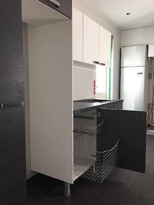 harmaa-valkoinen kodinhoitohuone, Puustelli, Pyykkikaappi, Puustellin kalusteet, kodinhoitohuoneen kalusteet,