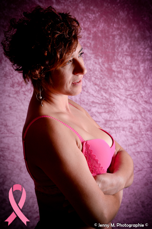 photo femme boudoir soutien gorge rose