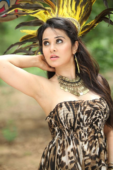 Nisha kothari in Tube top looking gorgeous and sexy latest hot photos