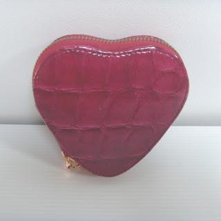 https://www.cetaellecetalui.com/trousse-de-manucure-coeur-rouge,fr,4,1701G-r.cfm