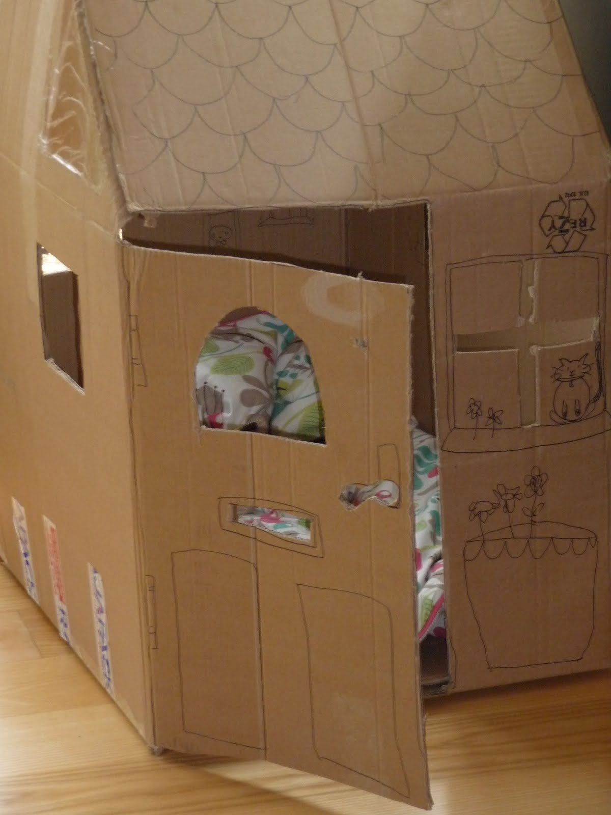 cloud cuckoo designs the fun of a cardboard box. Black Bedroom Furniture Sets. Home Design Ideas