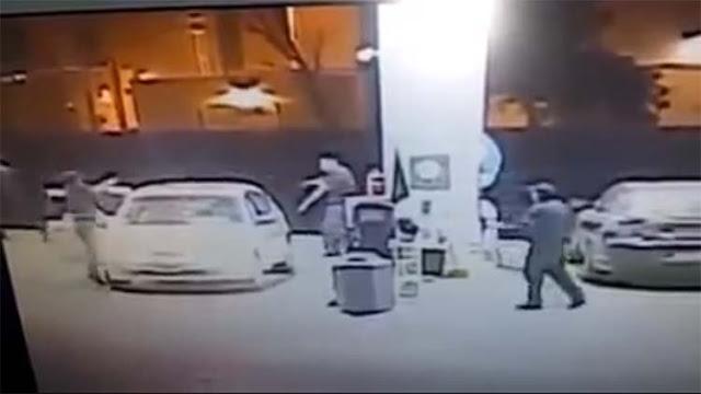 VIDEO: POLICÍA MUNICIPAL SE ENFRENTA SOLO A UNA BANDA DE ASALTANTES Y CAPTURA A UNO DE ELLOS EN TIJUANA
