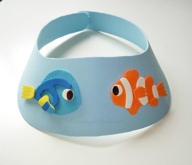 Visera hecha con goma eva y con los personajes Nemo y Dory