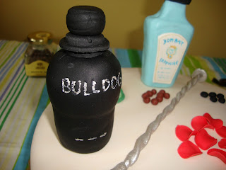 Botella Ginebra Bulldog fondant