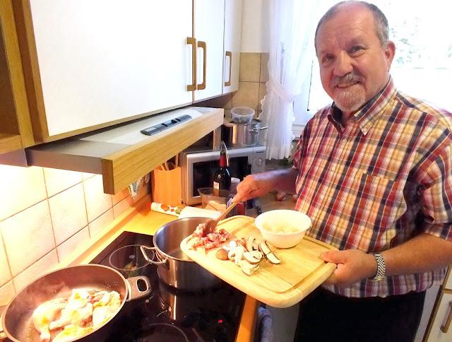 Koch Lothar Bendel in seiner Küche