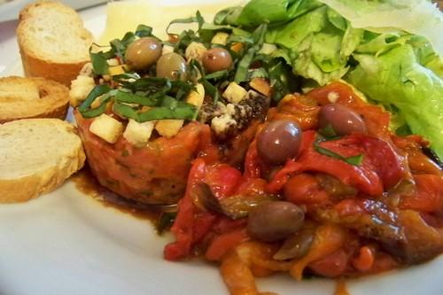 Cuisine En Folie Salade De Poivrons Grilles Sur Tartare De Tomates
