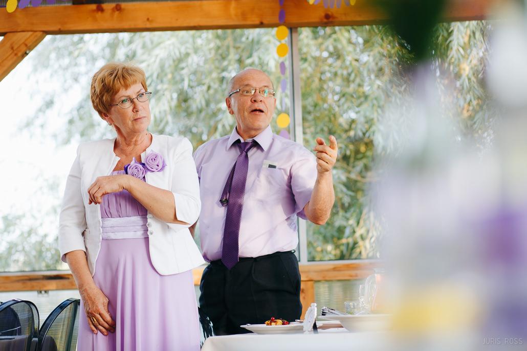 kā iepriecināt vecākus kāzās