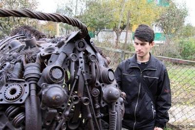 Escultura de Bufalo hecho con metal reciclado
