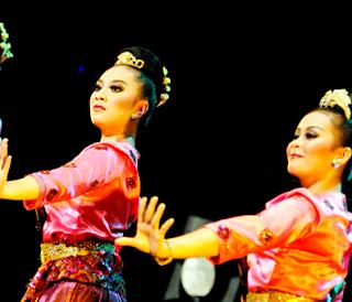 Sejarah Kesenian Tari Jaipong Sunda dan Gerakan Tarian Jaipongan Tradisional Daerah Jawa B Tempat Wisata Sejarah Kesenian Tari Jaipong Sunda dan Gerakan Tarian Jaipongan Tradisional Daerah Jawa Barat