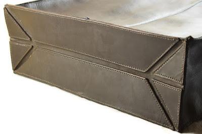 Borsa in pelle marrone con dettagli in cuoio blu fatta su misura e interamente cucita a mano