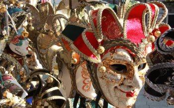 Wallpaper: Carnival masks