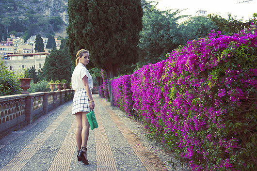 OUTFIT// WHITE & FLOWERS IN TAORMINA