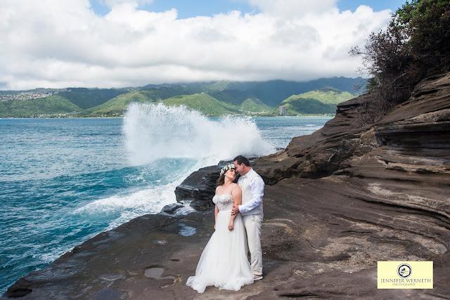 wedding photography at China Walls in Honolulu, Hawaii