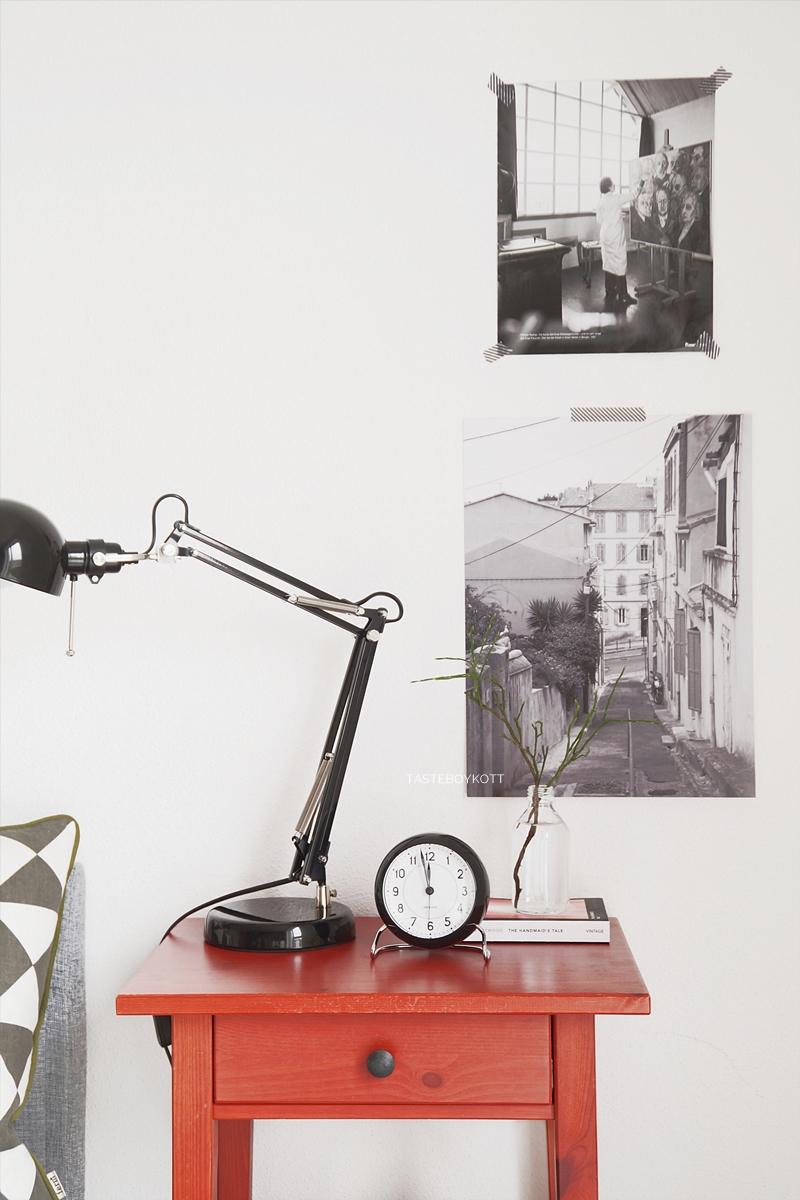How To - Stylingtipps: Nachttisch dekorieren Anleitung und Ideen, Sammlung der schönsten Nachttische, Tischleuchten, Wecker und Dekoobjekte fürs Schlafzimmer im modernen skandinavischen Stil. Tasteboykott Blog Interior Design.