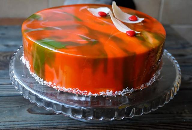 Как украсить торт карамелью