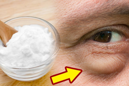 Women From Around the World Apply Sodium Bicarbonate Under Their Eyes and Here's Why