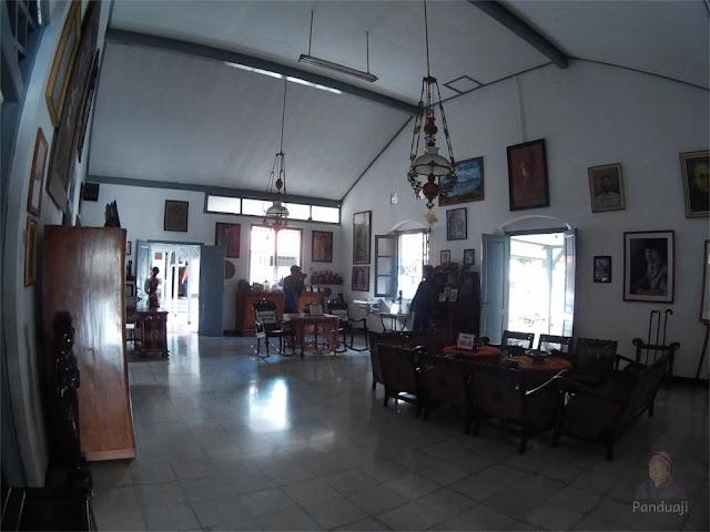 Ruang Tengah di Istana Gebang