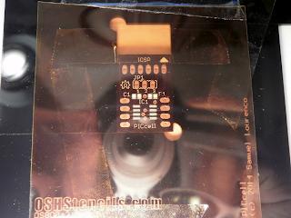 O stencil alinhado com a placa PICcell.
